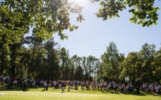 Golfaajia kesäpäivänä kentällä.