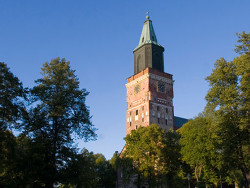 Tuomiokirkko ulkoa, kuva: Timo Jakonen