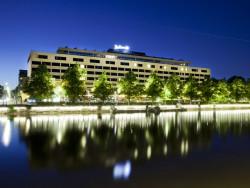 Radisson Blu Marina Palace Hotel _ulkokuva_ilta