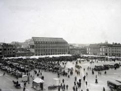 elamaa-ikkunan-takana-luentosarjan-kuva-kauppatori-1920-luvulla.jpg