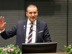 islannin-presidentti-abo-akademilla_ed2.jpg
