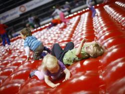 lasten_liikunnan_ihmemaa_kupittaan_urheiluhallissa.jpg