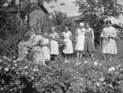 rf95925_i-r_palvelusvakea_ja_olga_haavisto_juhannuksena_1930-l.jpg