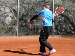 tenniksenpelaaja_urheilupuistossa.jpg