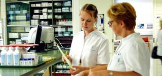 Sairaanhoitajat työnteossa