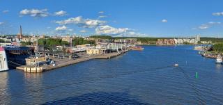 Turku kuvattuna satamaan saapuvan laivan kannelta.