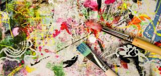 Siveltimet värikkäällä maalausalustalla