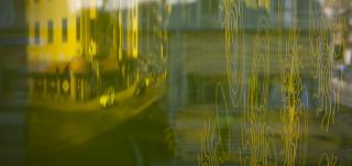 Heijastuma Turun kaupungin pääkirjaston ikkunasta