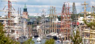 Tall Ships Racesin mastomeri Tuomiokirkon äärellä.