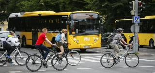 Föli-bussi Tuomiokirkkosillalla