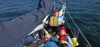 Merilinjan lukiolaiset purjehtimassa