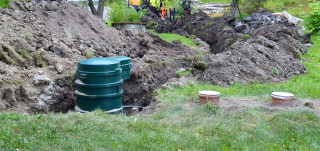 Kiinteistökohtaisen jätevesipumppaamon asennusta