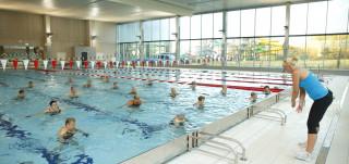 Vesijumppaa Impivaaran uimahallissa