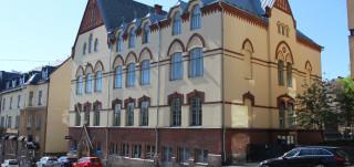 Nuorten taide- ja toimintatalo Vimman rakennus, entinen tyttökoulu osoitteesta Aurakatu 16