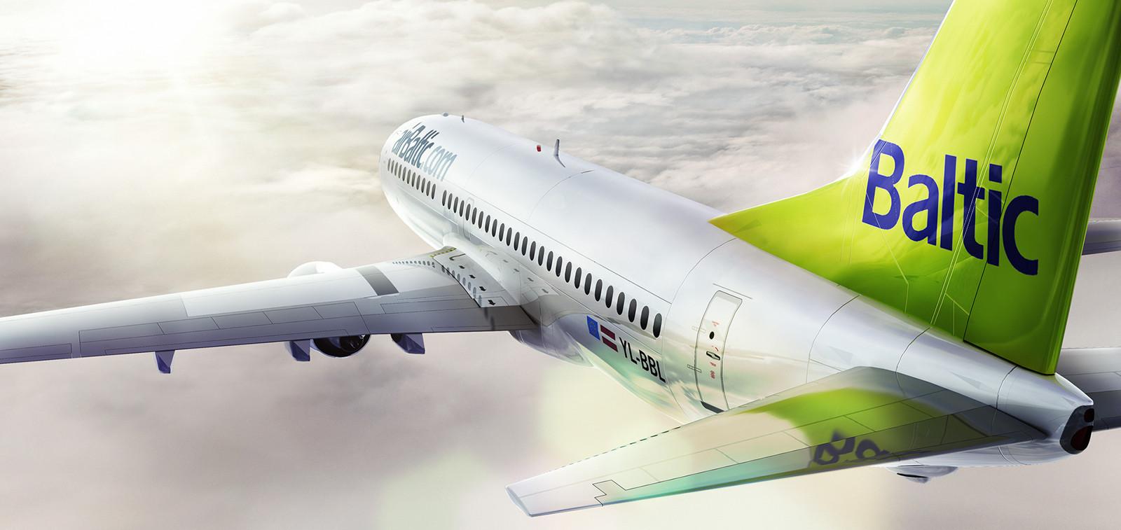 Air Balticin valko-vihreä väritteinen lentokone lentämässä pilvien yläpuolella
