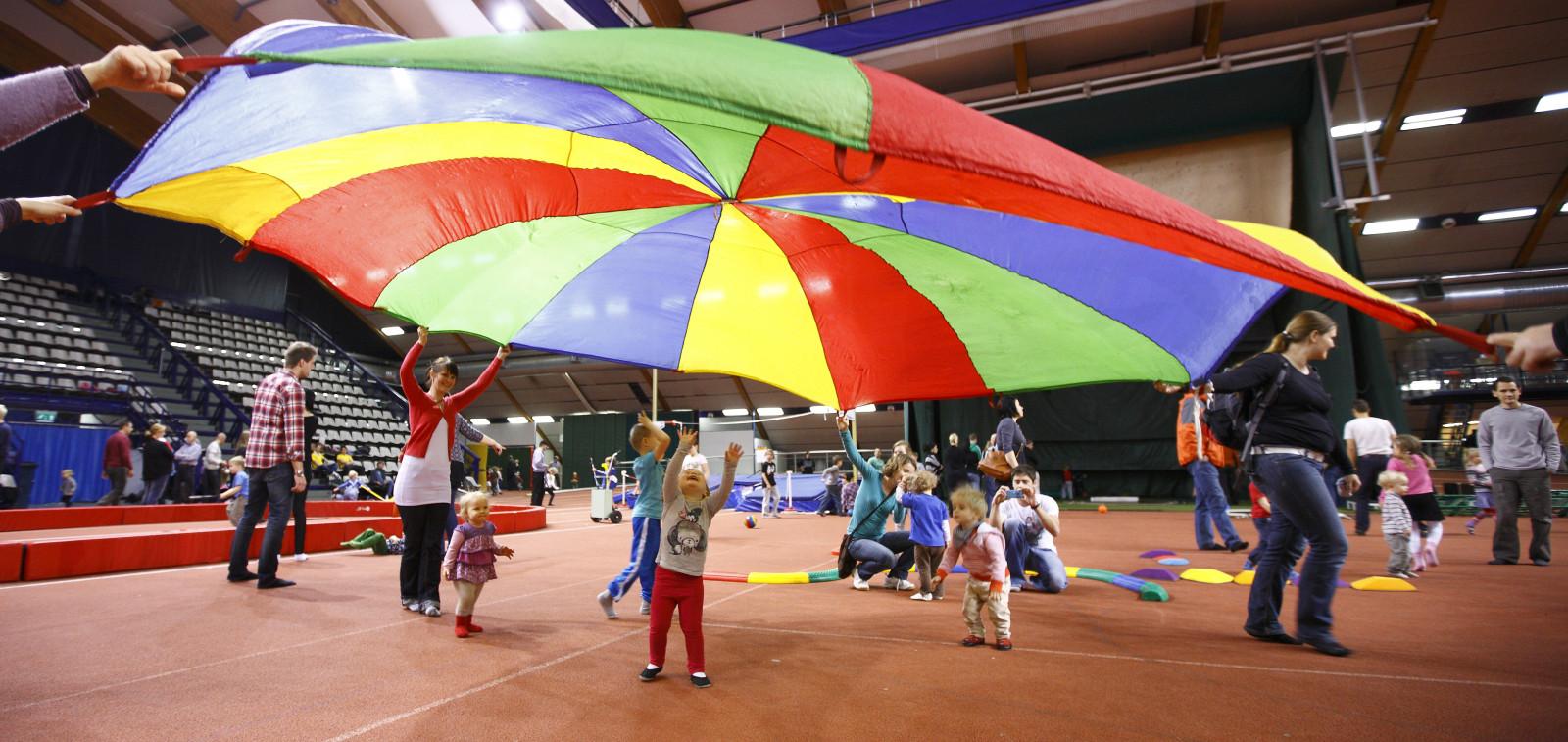 Arkistokuva Lasten liikunnan ihmemaasta Kupittaan urheiluhallista