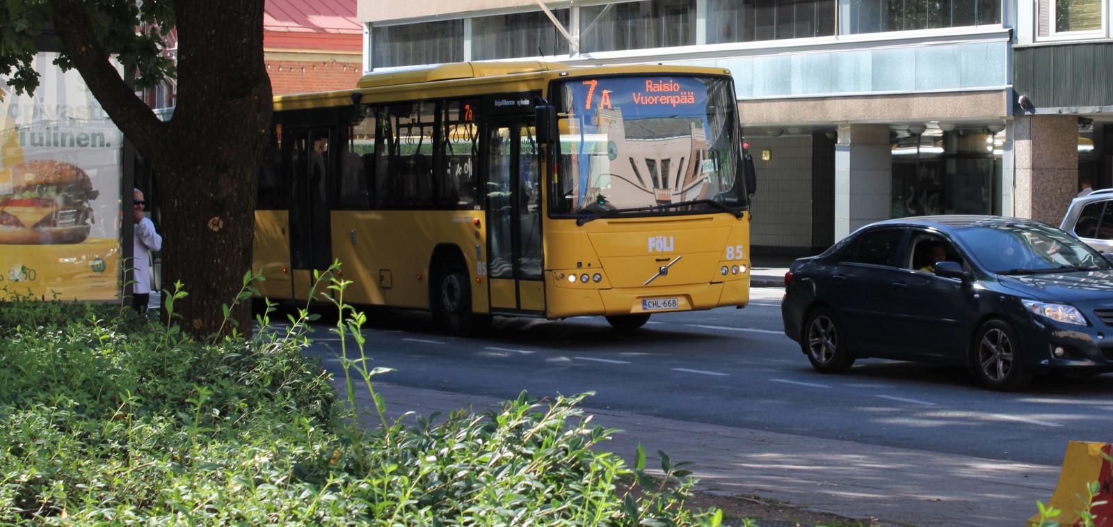 Fölin bussi liikenteessä kesällä