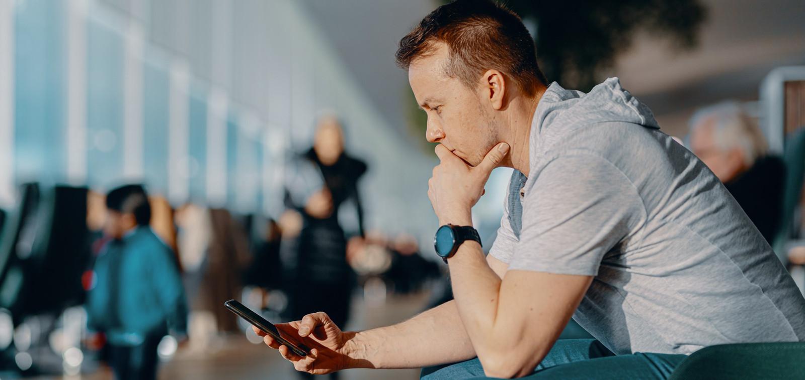 Digituen kuvituskuva, Digi- ja väestötietovirasto, mies käyttää älypuhelinta.