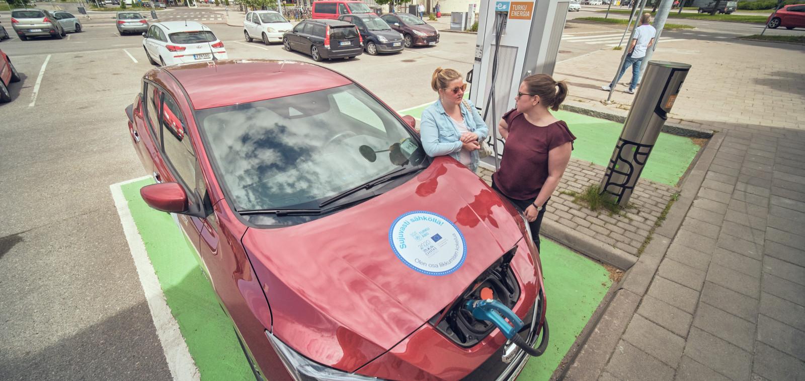 Täyssähköinen Nissan Leaf -yhteiskäyttöauto
