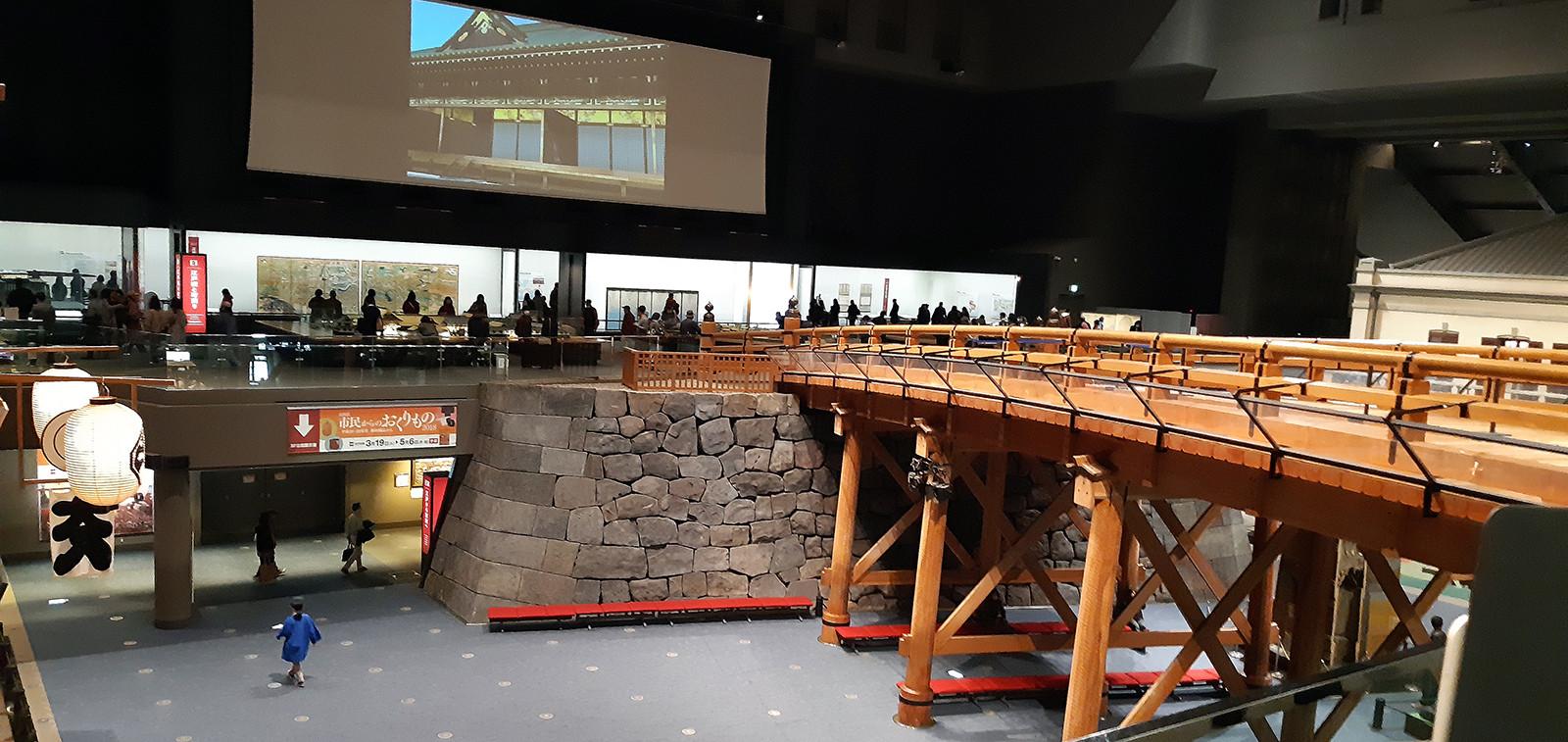 Edo-museon valtavissa tiloissa oli paljon pienoismalleja.
