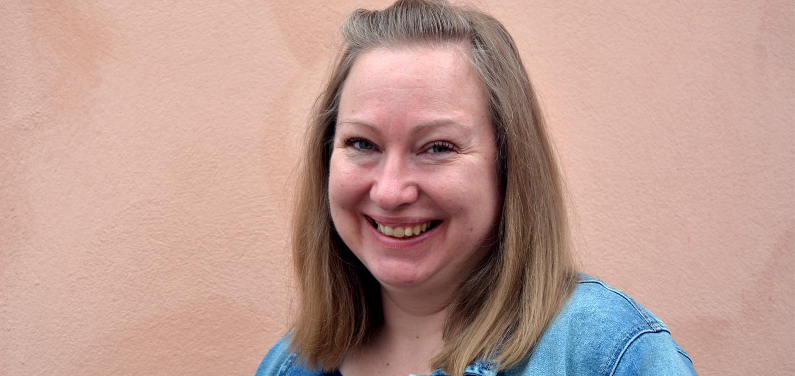 Radio Rotunda now first time in English with Librarian Erika Woodard.