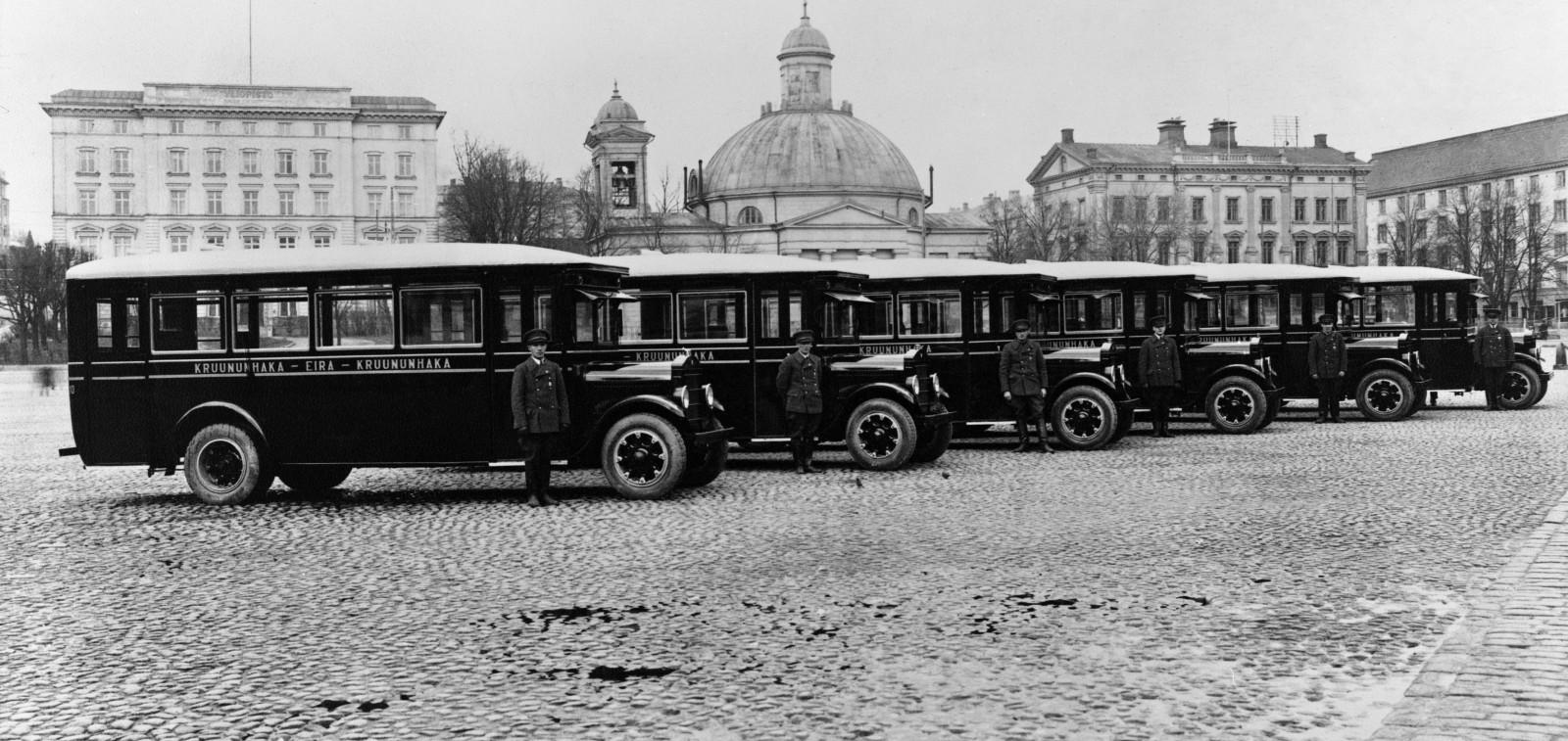 Vanhoja autoja Turun torilla vuonna 1928