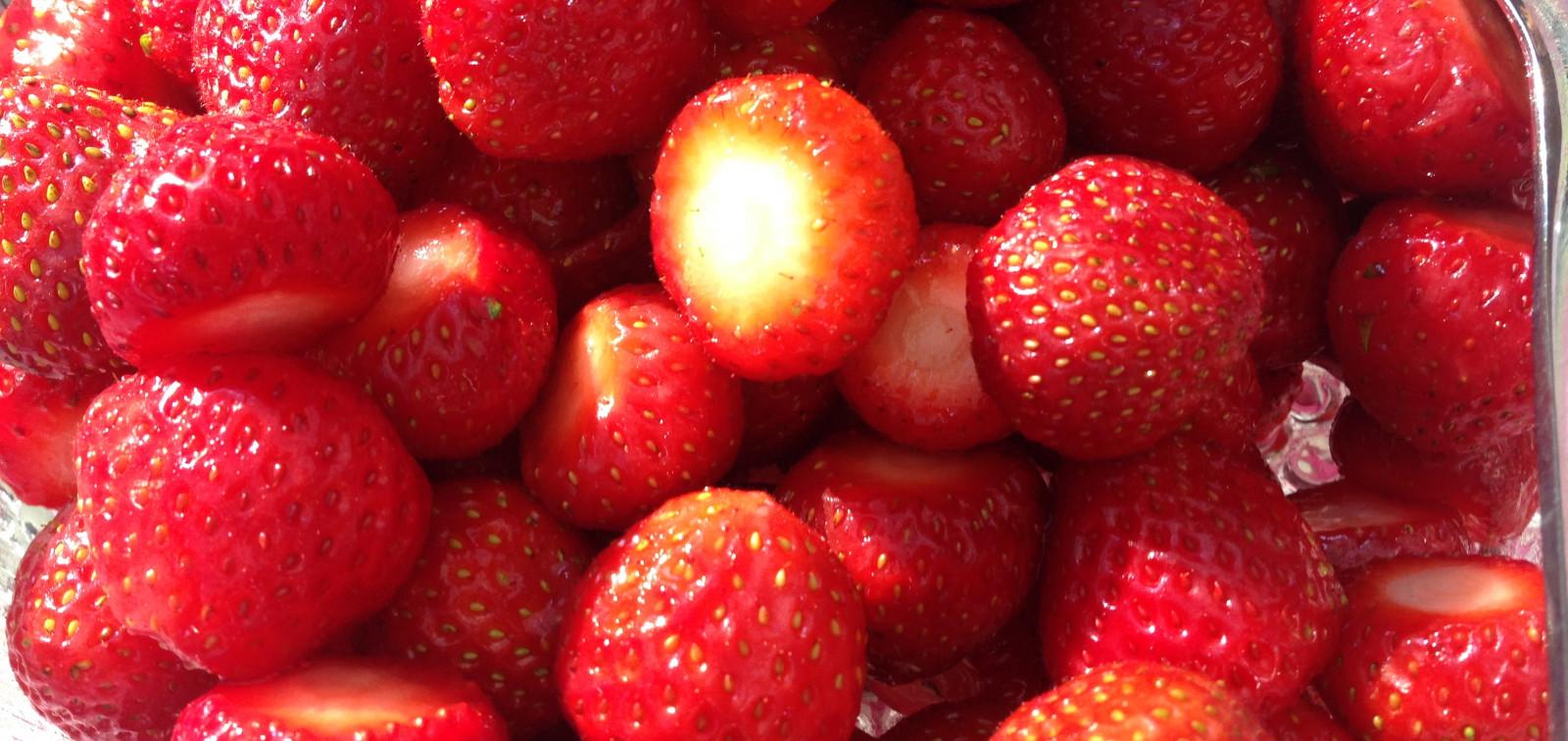 Kulhollinen mansikoita