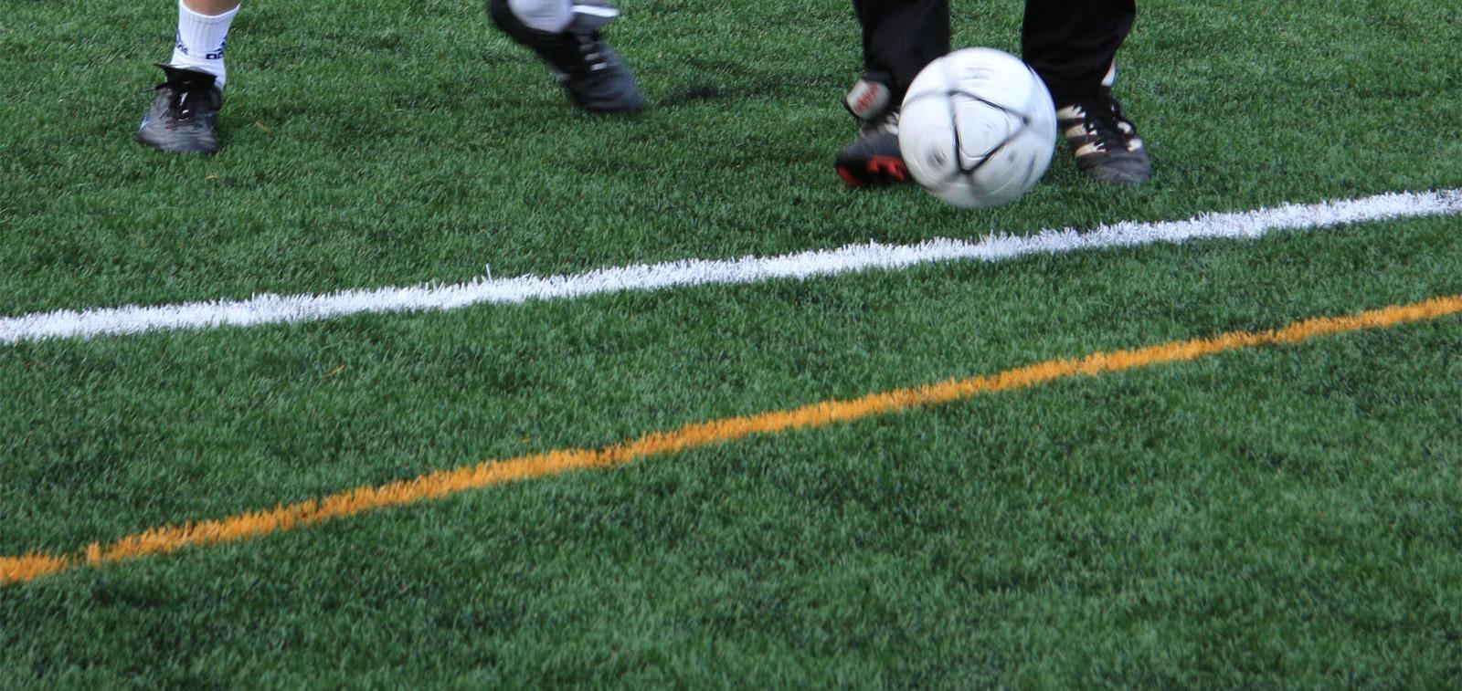 Jalkapalloa tekonurmella