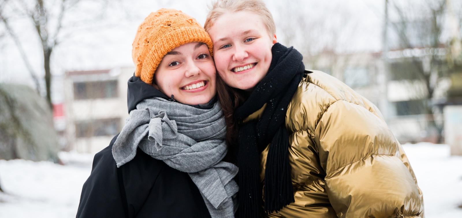 Nuoria opiskelijoita