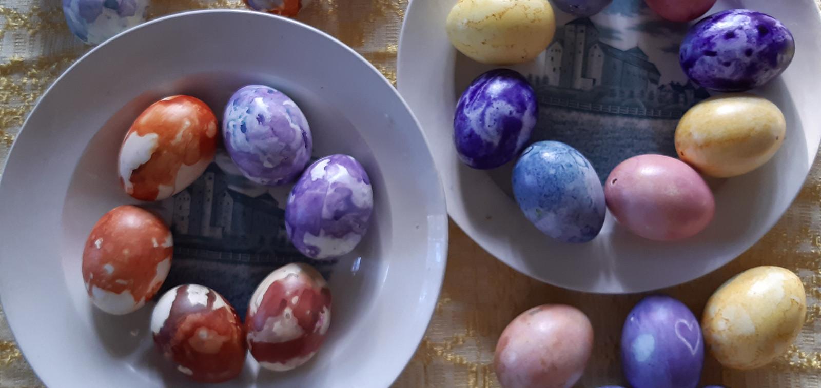 Itsevärjättyjä pääsiäismunia