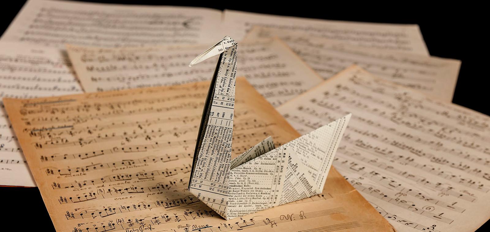 Change-sarjan tunnus: Origamijoutsen