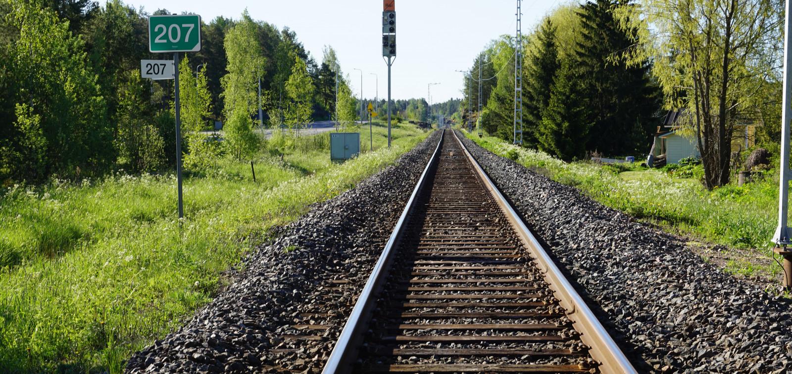 rautatie kesällä