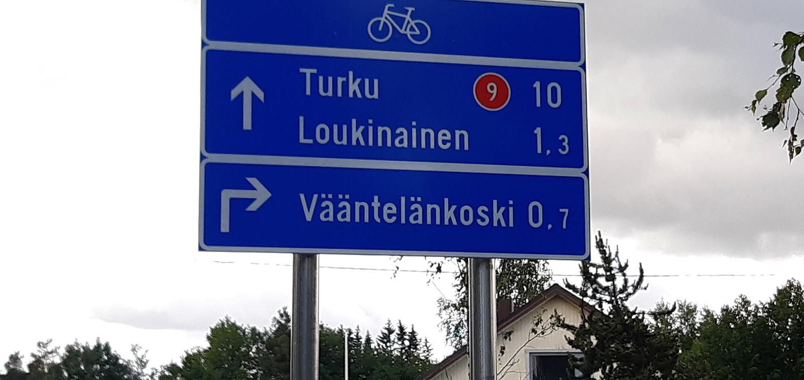 Kuva pyöräilyreitin viitasta.
