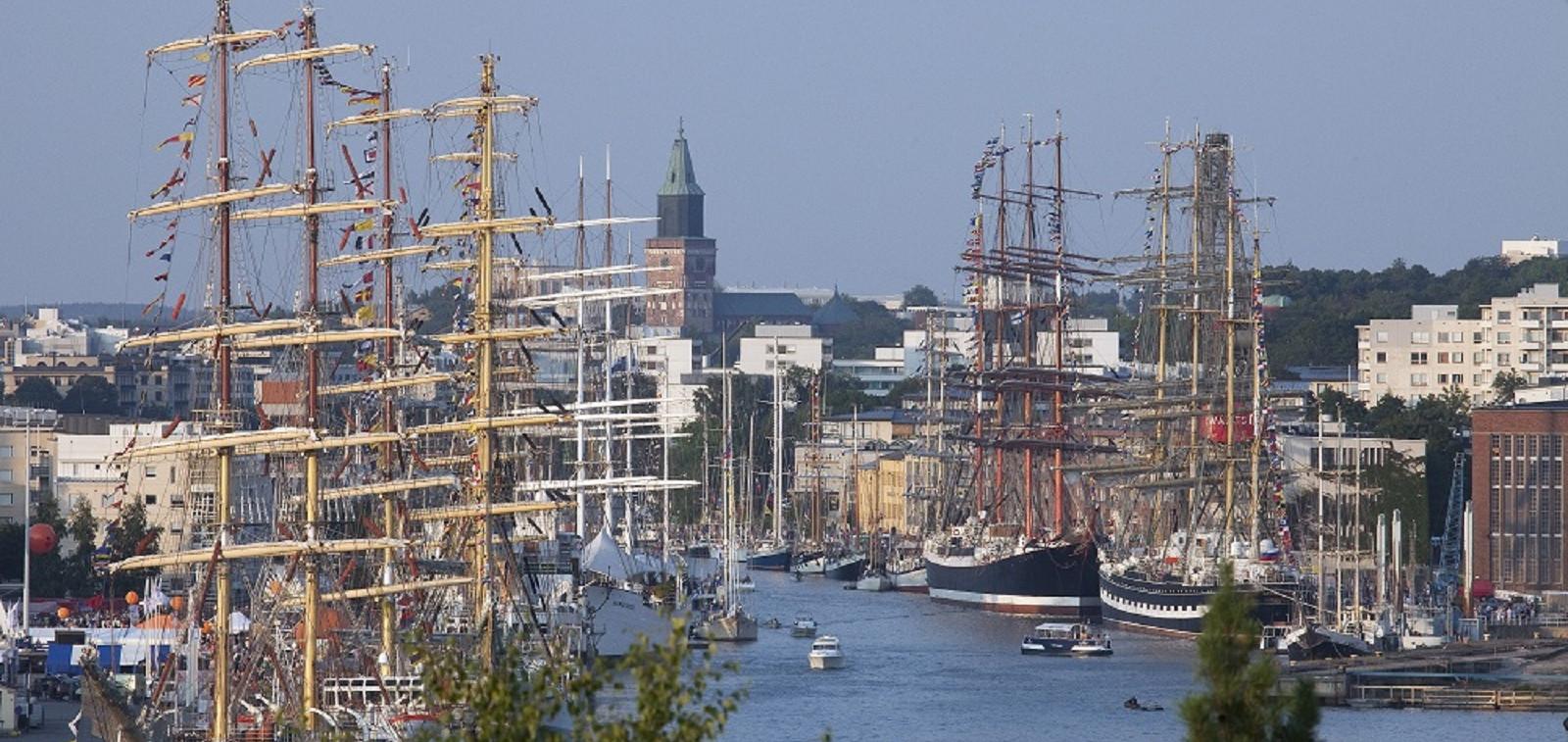 Tall Ships races Aurajoki ilmasta