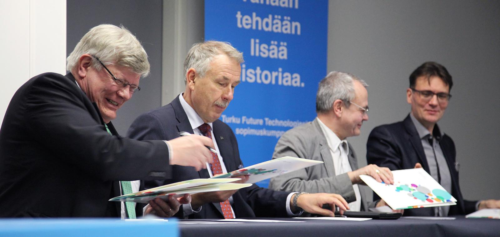 Ett avtal om att utöka den tekniska utbildningen vid västkusten tecknades 12.11.2015.