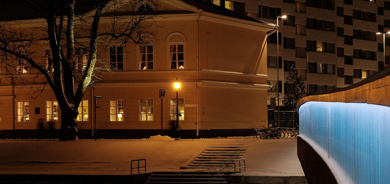 Kirjastosilta talvella