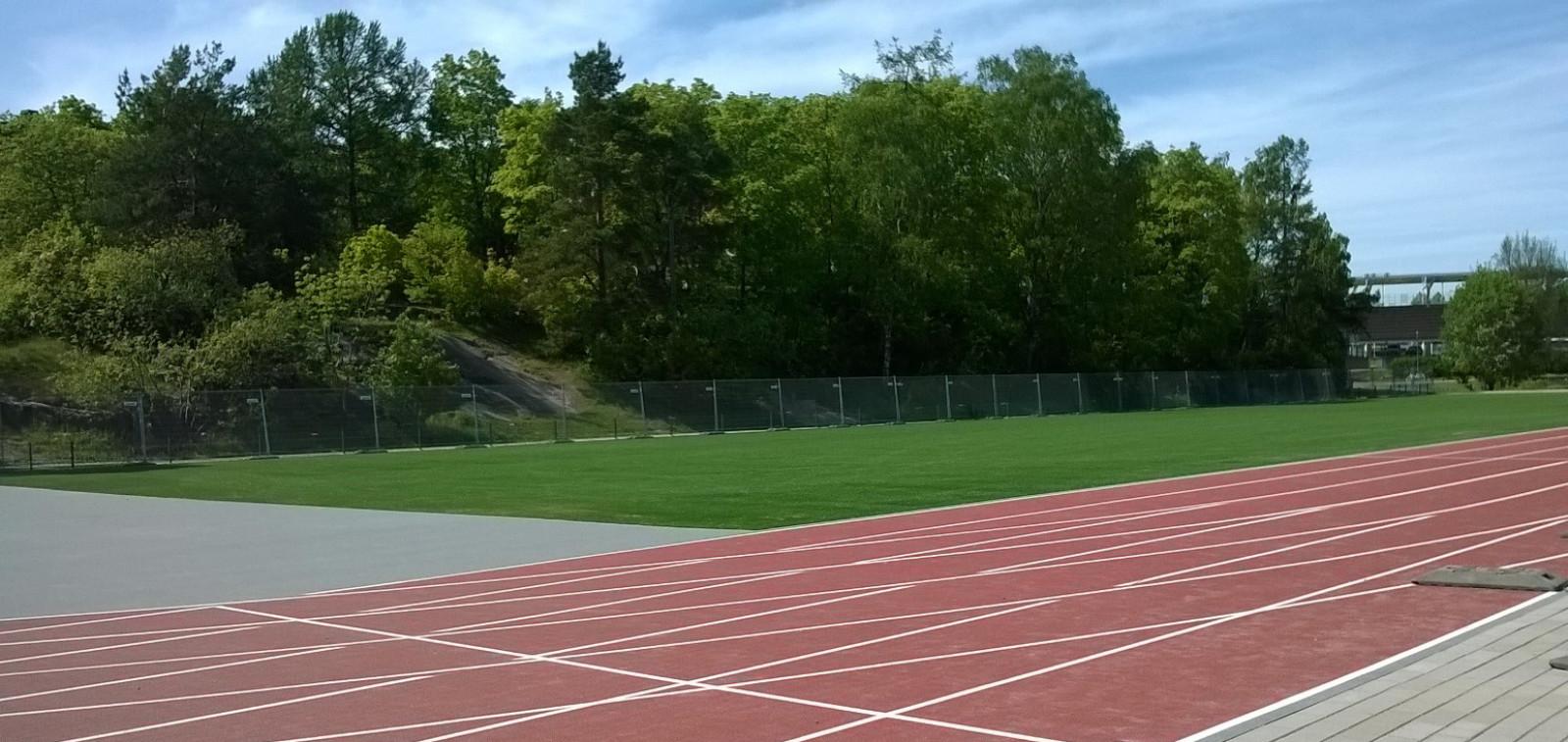 Urheilupuiston alavälikenttä on uudistettu.
