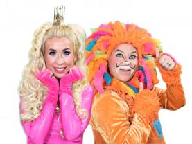 Leijona ja prinsessa eli Mimi ja Kuku seisovat