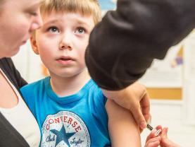 Rokotus lastenneuvolassa