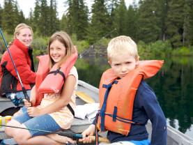 Lapset veneessä