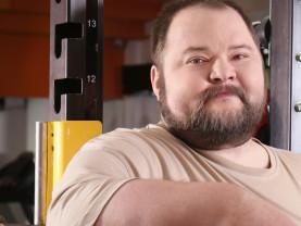 Raskas sarja on ylipainoisten miesten liikuntarkurssi.
