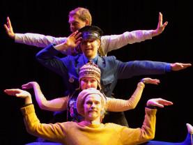 Kolme iloista rosvoa Seikkailupuiston teatterissa