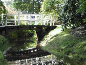 Puron yli menevä silta